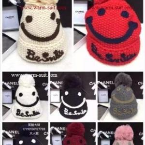 หมวกทอไหมพรมขนกระต่าย ดีเทลตุ๊กตาหน้ายิ้ม แต่งปอมบน