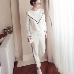Sports Wear เสื้อโชว์ไหล่ กางเกงขายาว แฟชั่นสไตล์เกาหลี สีขาว