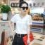เสื้อแฟชั่นเกาหลีแขนสั้น ผ้าชีฟองลายนูน แต่งมุก แขนลูกไม้ สีขาว