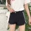 กางเกงยีนส์ขาสั้นสีดำ แต่งแถบข้างสีขาวสองเส้น thumbnail 5