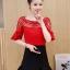 เสื้อแฟชั่นเกาหลี คอลูกไม้ แต่งแขนระบาย สีแดง thumbnail 3