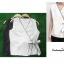 เสื้อผ้าแฟชั่นสวยๆ เสื้อทำงาน สีขาว แขนกุด แบบผ้าป้ายสุดฮิต กุ้นขอบสีสวยๆตัดกัน ผูกโบว์เอว สวยเรียบหรู thumbnail 3