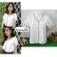 เสื้อผ้าแฟชั่นสวยๆ เสื้อทำงาน สีขาว ผ้าฮานาโกะ คอวี กุ้นขอบสีดำตัดกัน แบบสวย ดีไซน์เก๋ๆ สินค้าคุณภาพดี thumbnail 1
