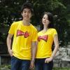 เสื้อยืดคู่รัก แฟชั่นคู่รัก ชาย + หญิง เสื้อยืดแขนสั้น แต่งสกรีนลายลูกศรสีแดง Love เสื้อสีเหลือง +พร้อมส่ง+