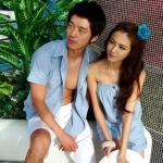 ชุดคู่รัก เสื้อคู่รักเกาหลี เสื้อผ้าแฟชั่น ชายเสื้อเชิ๊ต + หญิงเป็นจั้มสูทเกาะอกขาสั้นมีผ้าผูกเอว สีฟ้าค่ะ