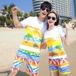 เสื้อคู่รัก ชุดคู่รักเที่ยวทะเลชาย +หญิง เสื้อยืดสีขาวลายคู่รักขับรถเที่ยวชายหาด กางเกงขาสั้นลายไทยโทนสีส้ม +พร้อมส่ง+
