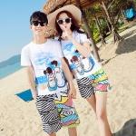 เสื้อคู่รัก ชุดคู่รักเที่ยวทะเลชาย +หญิง เสื้อยืดสีขาวลายสวีทริมทะเล กางเกงขาสั้นลายเส้น +พร้อมส่ง+