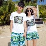 เสื้อคู่รัก ชุดคู่รักเที่ยวทะเลชาย +หญิง เสื้อยืดสีขาวลายตัวอักษร กางเกงขาสั้นลายสีเขียว +พร้อมส่ง+