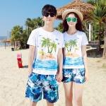 เสื้อคู่รัก ชุดคู่รักเที่ยวทะเลชาย +หญิง เสื้อยืดสีขาวลายคนติดเกาะ กางเกงขาสั้นลายแฉกโทนสีฟ้า +พร้อมส่ง+