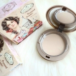 Gina Glam Pure Natural Pressed powder แป้งพัฟจีน่าแกลม ราคาปลีก 120 บาท / ราคาส่ง 96 บาท