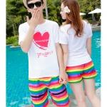 เสื้อคู่รัก ชุดคู่รักเที่ยวทะเลชาย +หญิง เสื้อยืดสีขาวลายหัวใจ กางเกงขาสั้นลายแถบสี โทนสีรุ้ง +พร้อมส่ง+