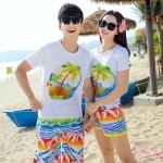 เสื้อคู่รัก ชุดคู่รักเที่ยวทะเลชาย +หญิง เสื้อยืดสีขาวลายต้นมะพร้าวลอยน้ำ กางเกงขาสั้นลายไทยโทนสีส้ม +พร้อมส่ง+