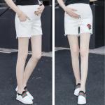 PK1147005 กางเกงขาสั้นคนท้อง โทนสีขาว แต่งลายดอกกุหลาบ