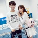 ชุดคู่รัก เสื้อคู่รักเกาหลี เสื้อผ้าแฟชั่น ชายเสื้อแขนยาว + หญิง เดรสแขนยาว สีขาว แต่งลายการ์ตูน +พร้อมส่ง+