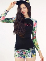 ชุดว่ายน้ำแขนยาว ลำตัวสีดำแต่งแขนลายสวยสีสันสดใส