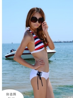 พร้อมส่ง ชุดว่ายน้ำ Bikini ผูกข้าง บราลายขวางสวย กางเกงสีขาวสายเชือกผูกข้างและมีซับในทั้งตัว