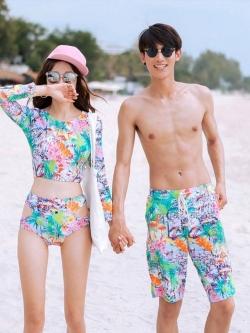 PRE ชุดว่ายน้ำคู่รัก เสื้อครอปแขนยาว หลังสายไขว้เก๋ๆ บิกินี่เอวสูง เปิดข้างเซ็กซี่ มีช่องใส่ฟองน้ำ+ กางเกงชาย