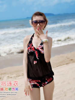 PRE ชุดว่ายน้ำวันพีช สายคล้องคอ ตัวเสื้อยาวติดกางเกง ซีทรู สีดำลายใบไม้โทนแดงสวย