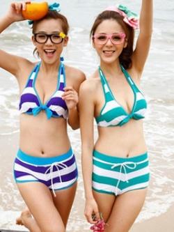 พร้อมส่ง ชุดว่ายน้ำบิกินี่ทูพีซ สไตล์สปอร์ตเกิร์ล กางเกงขาสั้น ลายขวางสลับสีสวย