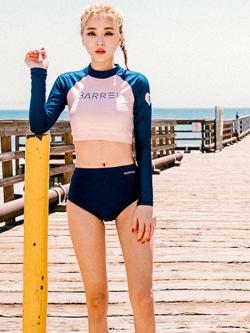 ชุดว่ายน้ำแขนยาว เสื้อเอวลอยสีชมพู กางเกงกรมท่าแถบข้างสีส้ม