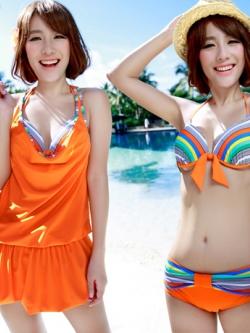 พร้อมส่ง ชุดว่ายน้ำบิกินี่ เซ็ต 3 ชิ้น สีส้มสดใส แต่งลายเส้นสวยสุดๆ พร้อมชุดคลุมแซก (บรา+บิกินี่+ชุดแซก)