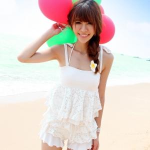 PRE ชุดว่ายน้ำสไตล์เจ้าสาว บิกินี่สีขาว พร้อมชุดคลุมลายลูกไม้ซ้อนๆ หลายชั้นสวยหวาน