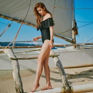 พร้อมส่ง ชุดว่ายน้ำ วันพีซ สีดำ อกแต่งระบายผ้าฉลุสวยเก๋ สายถอดออกเปนเกาะอกได้เลย