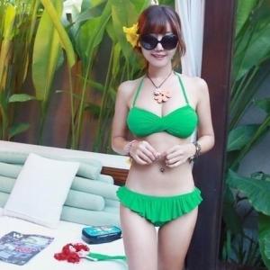 พร้อมส่ง ชุดว่ายน้ำบิกินี่ทูพีซ สีเขียวสวย บราอกบิดเกลียว บิกินี่แต่งระบายน่ารักๆ