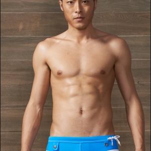 PRE กางเกงว่ายน้ำชาย ตัดขอบสีขาว แต่งกระดุมเก๋ มีสายผูกเอวด้านข้าง