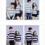 เสื้อแขนยาวคู่รัก เสื้อผ้าแฟชั่น ชาย +หญิง เสื้อแขนยาว รายริ้ว แต่งสีเทาสลับสีขาว +พร้อมส่ง+ thumbnail 6