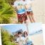 เสื้อคู่รัก ชุดคู่รักเที่ยวทะเลชาย +หญิง เสื้อยืดสีขาวลายคนติดเกาะ กางเกงขาสั้นลายพระอาทิตย์โทนสีส้ม +พร้อมส่ง+ thumbnail 4