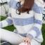 เสื้อกันหนาวแขนยาว ขนแกะ แต่งลายน้ำเงินขาว +พร้อมส่ง+ thumbnail 5