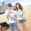 เสื้อคู่รัก ชุดคู่รักเที่ยวทะเลชาย +หญิง เสื้อยืดสีขาวลายเกาะทะเล กางเกงขาสั้นโทนสีฟ้าสลับชมพู+พร้อมส่ง+ thumbnail 1