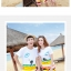 เสื้อคู่รัก ชุดคู่รักเที่ยวทะเลชาย +หญิง เสื้อยืดสีขาวลายคนนั่งมองดูนก กางเกงขาสั้นลายแถบสี +พร้อมส่ง+ thumbnail 2