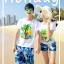 เสื้อคู่รัก ชุดคู่รักเที่ยวทะเลชาย +หญิง เสื้อยืดสีขาวลายต้นมะพร้าว กางเกงขาสั้นลายแฉกโทนสีฟ้า +พร้อมส่ง+ thumbnail 2