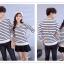 เสื้อแขนยาวคู่รัก เสื้อผ้าแฟชั่น ชาย +หญิง เสื้อแขนยาว รายริ้วเล็ก แต่งดำสลับสีขาว +พร้อมส่ง+ thumbnail 3