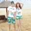 เสื้อคู่รัก ชุดคู่รักเที่ยวทะเลชาย +หญิง เสื้อยืดสีขาวลายเกาะทะเล กางเกงขาสั้นสีเขียว +พร้อมส่ง+ thumbnail 2