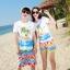 เสื้อคู่รัก ชุดคู่รักเที่ยวทะเลชาย +หญิง เสื้อยืดสีขาวลายคนติดเกาะ กางเกงขาสั้นลายไทยโทนสีส้ม +พร้อมส่ง+ thumbnail 1