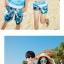 เสื้อคู่รัก ชุดคู่รักเที่ยวทะเลชาย +หญิง เสื้อยืดสีขาวลายคนติดเกาะ กางเกงขาสั้นลายแฉกโทนสีฟ้า +พร้อมส่ง+ thumbnail 4