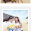 เสื้อคู่รัก ชุดคู่รักเที่ยวทะเลชาย +หญิง เสื้อยืดสีขาวลายคนยืนดูท้องฟ้า กางเกงขาสั้นลายแถบสีหลากสี +พร้อมส่ง+ thumbnail 4