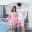 ชุดเสื้อคู่รักเที่ยวทะเล ชายเสื้อยืดพร้อมกางเกงขาสั้น + เดรสแขนยาว สีชมพู แต่งลายดอกไม้ +พร้อมส่ง สำเนา thumbnail 3