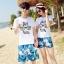 เสื้อคู่รัก ชุดคู่รักเที่ยวทะเลชาย +หญิง เสื้อยืดสีขาวลายแว่นตา กางเกงขาสั้นลายแฉกโทนสีฟ้า +พร้อมส่ง+ thumbnail 1