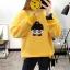 เสื้อแขนยาวแฟชั่นพร้อมส่ง เสื้อแขนยาวสีเหลือง แต่งสกรีนรูปตุ๊กตาน่ารัก +พร้อมส่ง+ thumbnail 2