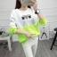 เสื้อแขนยาวแฟชั่นพร้อมส่ง เสื้อแขนยาวแต่งสีขาวสลับเขียว แต่งสกรีนตากเสื้อ +พร้อมส่ง+ thumbnail 3