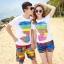 เสื้อคู่รัก ชุดคู่รักเที่ยวทะเลชาย +หญิง เสื้อยืดสีขาวลายแถบสี รองเท้า กางเกงขาสั้นลายแถบสีหลากสี +พร้อมส่ง+ thumbnail 1