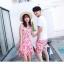 ชุดเสื้อคู่รักเที่ยวทะเล ชายเสื้อยืดพร้อมกางเกงขาสั้น + เดรสแขนกุด สีชมพู แต่งลายดอกไม้ +พร้อมส่ง thumbnail 13