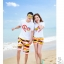 เสื้อคู่รัก ชุดคู่รักเที่ยวทะเลชาย +หญิง เสื้อยืดสีขาวลาย LO VE กางเกงขาสั้นลายแถบสี+พร้อมส่ง+ thumbnail 5