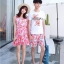ชุดเสื้อคู่รักเที่ยวทะเล ชายเสื้อยืดพร้อมกางเกงขาสั้น + เดรสแขนกุด สีชมพู แต่งลายดอกไม้ +พร้อมส่ง thumbnail 8