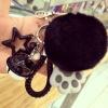 พวงกุญแจ ขนฟู รุ่น Kiss 01 สีดำ