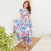 MAXI DRESS ชุดเดรสยาว พร้อมส่ง สีพื้นขาว ลายดอกกุหลาบสีแดง ตัดสีด้วยใบไม้สีน้ำเงินเก๋ เนื้อผ้าชีฟอง อย่างดี